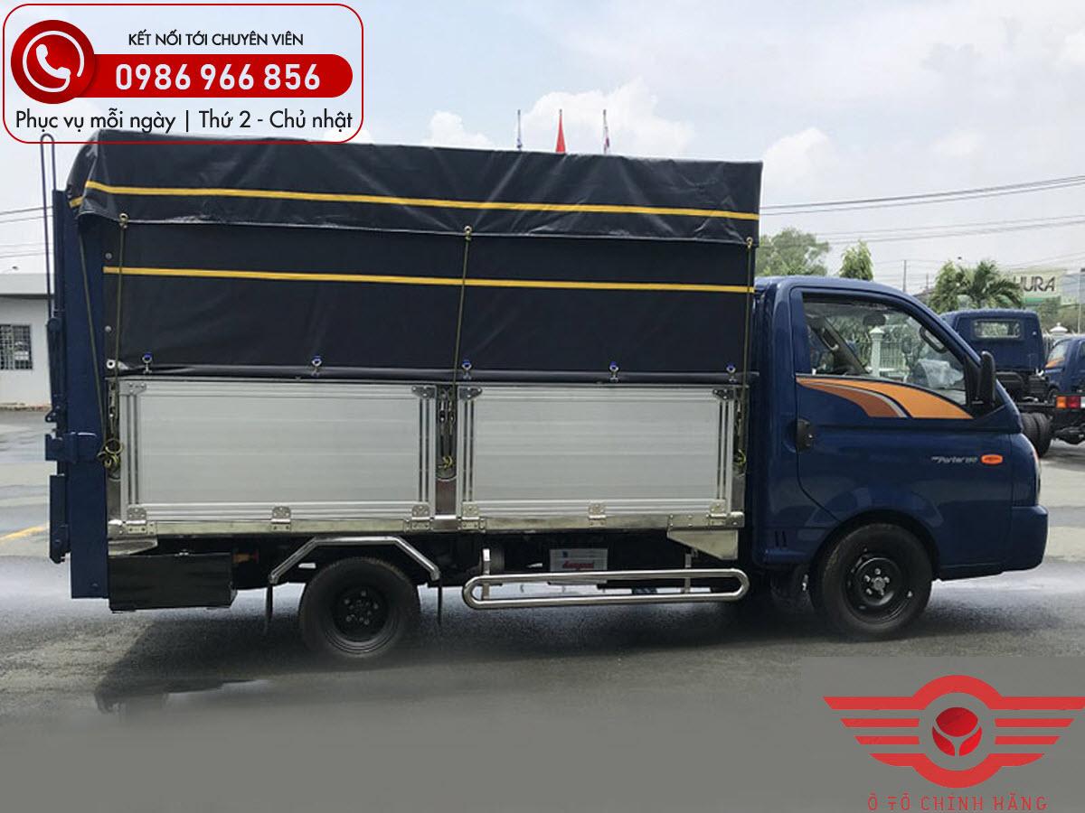 Xe tải Hyundai H150 Thùng Bạt Bửng Nâng
